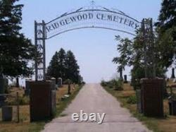 Cemetery Graves in Ridgewood Memorial Park